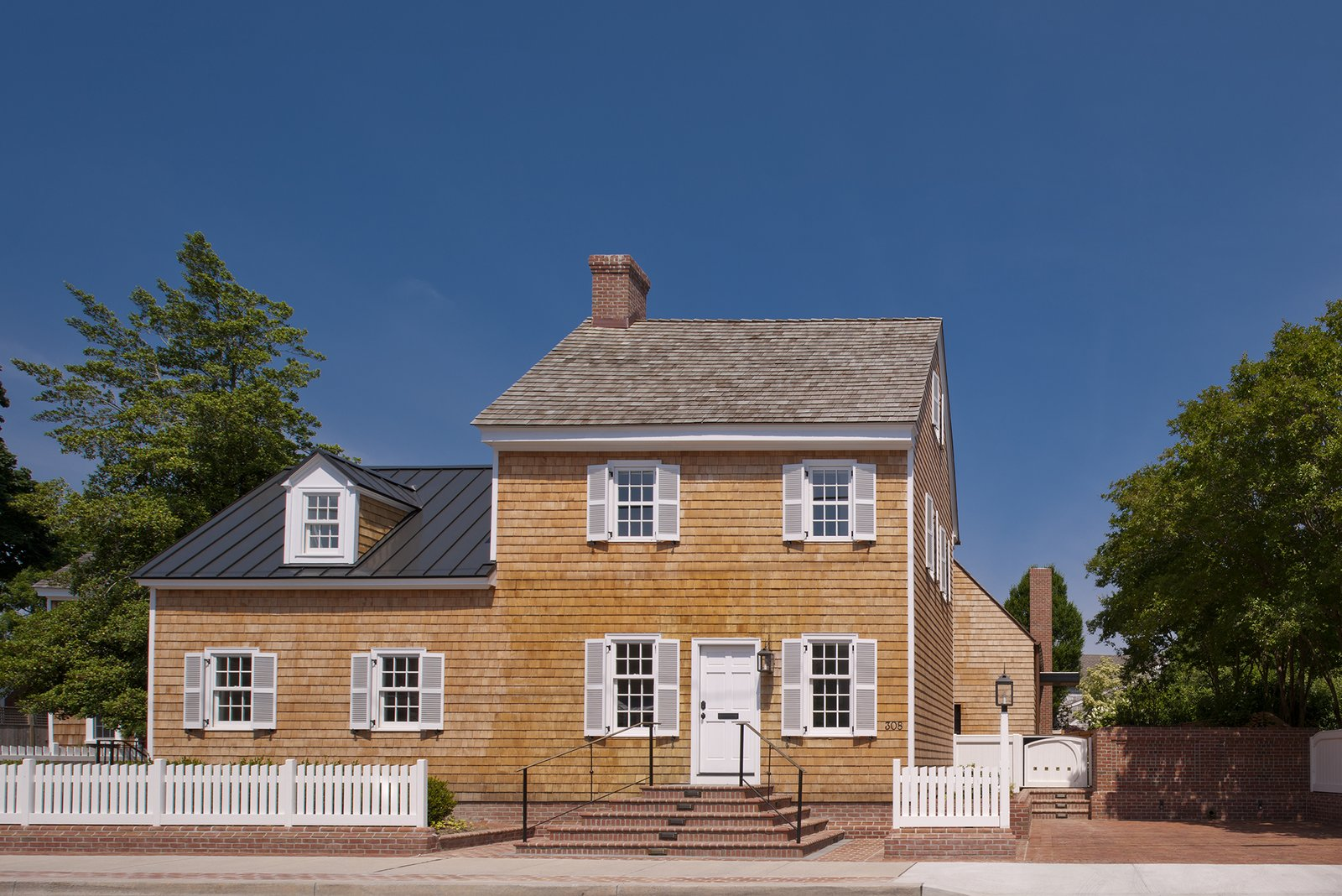 A Traditional Facade Hides a Light-Filled Renovation in Delaware