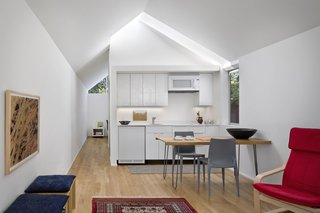Bellini Chairs And White Oak Table In Berkeley Cottage By Turnbull Griffin  Haesloop.