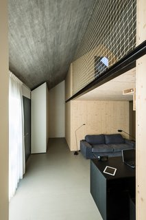The interior dry walls are made of layered spruce plywood panels, rubbed with transparent oil. The ceiling is concrete.