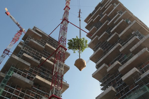 Pair of Skyscrapers Sneak a 2,800-Plant Park into Milan - Photo 2 of 5 -