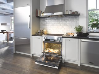 One of the new cooktop's highlights is its PowerFlex zone that provides precise and effective heat, while giving you the option to cook with large pans that might need an extra boost of power. You can even combine two cooking zones into one, allowing you to go from handling two pots to working with a single large casserole dish.