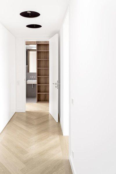 Oak flooring, laid in a herringbone pattern, is installed throughout.