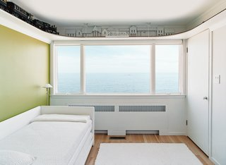 Upstairs, the bedrooms are arranged in a uniform line of five cubicles. Initially, each bedroom had a vividly colored western wall—red, blue, yellow, or green—with the remaining three walls painted white.