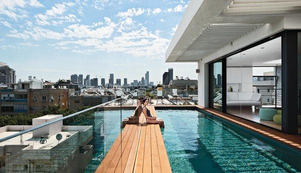 Modern High-Rise Town House in Tel Aviv