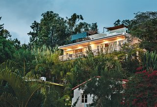 A Midcentury Home Enjoys Views from Every Angle