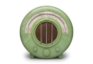 Ekco AD65 Radio Wells Coates designed the AD65 radio, shown here in a rare green version, for British electronics company Ekco in 1932. New technology made this wireless device possible, but it was the visual shift from wood cabinetry-like casing that made the piece stand out.