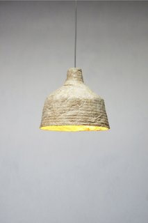 The result is a sustainable light made from dried mushrooms.