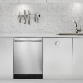 Bosch appliances' modern European look works flexibly in many kitchen types, from transitional to contemporary.