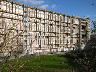 Hero or Villain? London's Robin Hood Gardens Will Be Torn Down After Decades of Dividing Critics - Photo 1 of 4 -