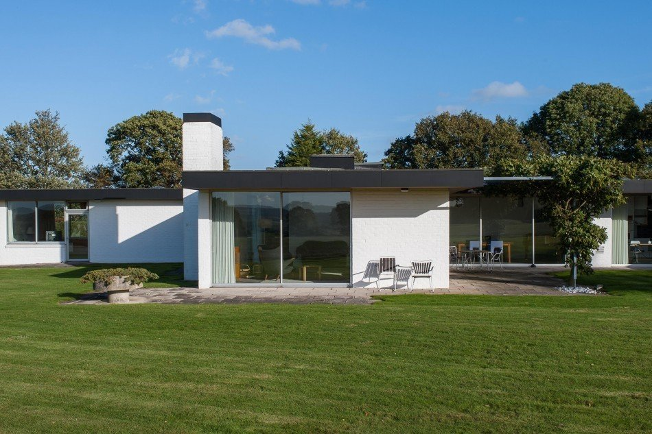 Via The Modern House.  Photo 5 of 11 in 10 Spectacular Modern Abodes
