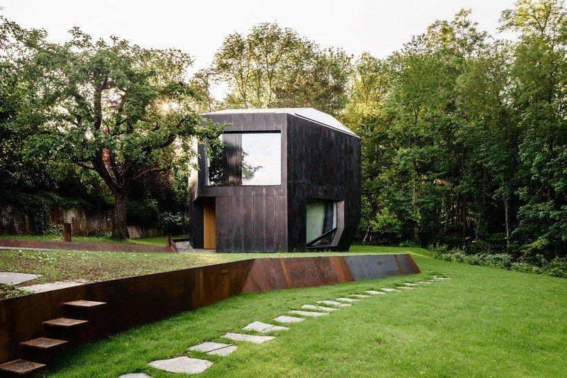 Via designboom, photo by  Photo 9 of 11 in 10 Spectacular Modern Abodes
