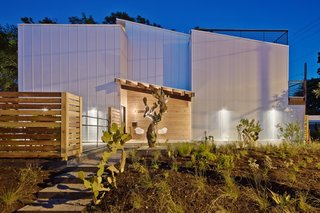 10 Inspiring Houses - Photo 4 of 10 - Via ArchDaily, photo by ©Atelier Wong.