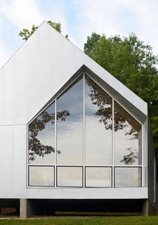 The building frame was digitally prefabricated by Tri-State Components using a computer model developed by the architects, Marie and Keith Zawistowski.