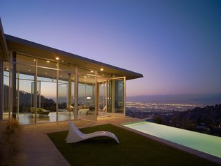 For the Skyline Residence, Belzberg Architects made a conscious effort to build an environmentally sensitive structure, without sacrificing aesthetic and budget. Along with recycling wood framing and flooring from a nearby construction site, they sourced the low e-glazing, steel, and concrete mixes from California manufacturers.