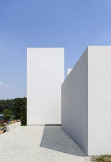 10 Bright White Cubist Homes Across the Globe - Photo 3 of 10 -