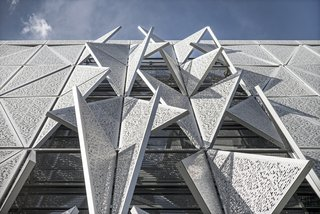 Shape-Shifting Architecture: 10 Buildings That Move or Change Form - Photo 2 of 24 -