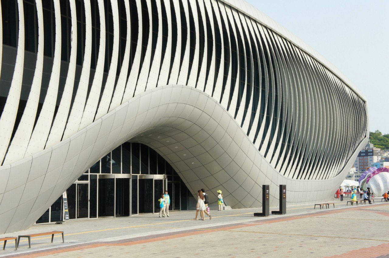 Exterior  Photo 24 of 24 in Shape-Shifting Architecture: 10 Buildings That Move or Change Form