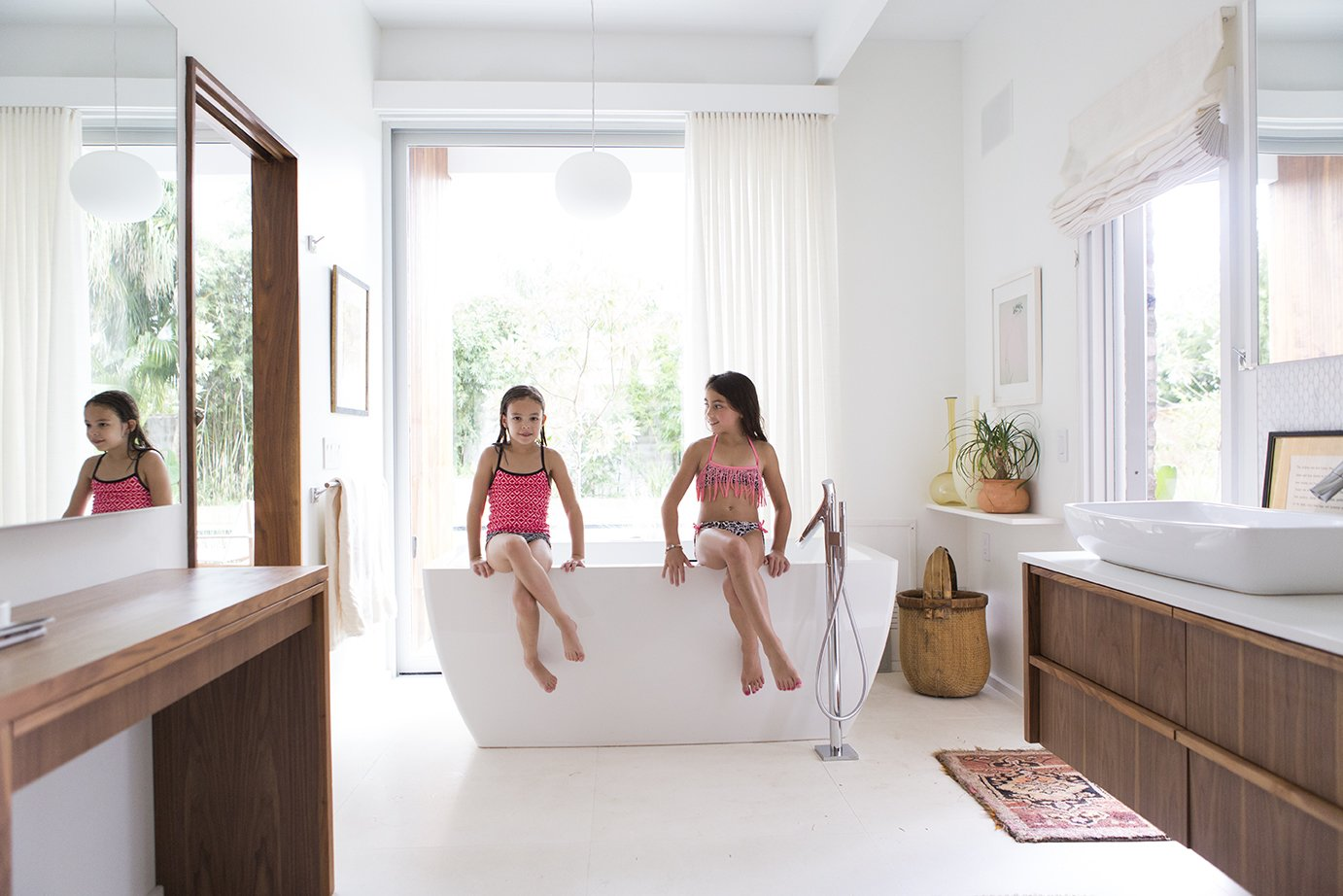 10 Ideas For Designing With a Modern Bathtub