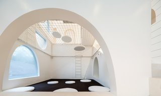 Inspired by Tom and Jerry, This Net-Filled Vacation Home Is a Kid's Paradise - Photo 2 of 10 -