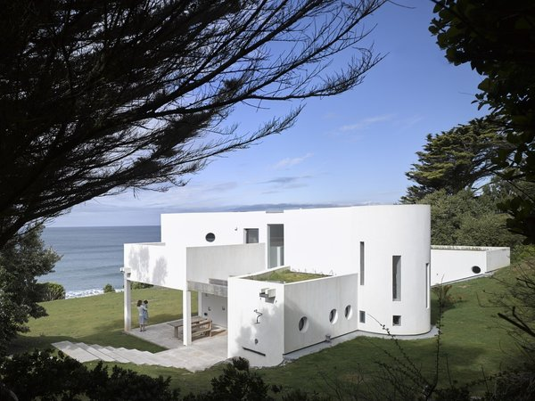 """An Architect's Big """"Little Cottage"""" That You Can Rent on the South  Coast of Cornwall"""