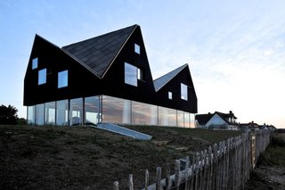 6 British Vacation Homes You Can Stay in That Were Designed by Renowned Architects - Photo 3 of 12 -