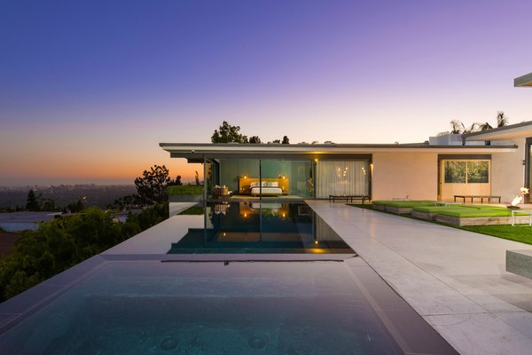 'Friends' Star Matthew Perry's Midcentury Stunner in the Hollywood Hills Is For Sale