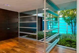 'Friends' Star Matthew Perry's Midcentury Stunner in the Hollywood Hills Is For Sale - Photo 5 of 10 -