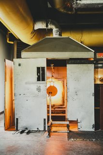 Master Glassmaker Simon Pearce's Sustainable Factory in Vermont - Photo 6 of 16 -