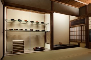 A Minimalist Townhouse Provides Serene Accommodations in Historic Kyoto - Photo 10 of 12 -