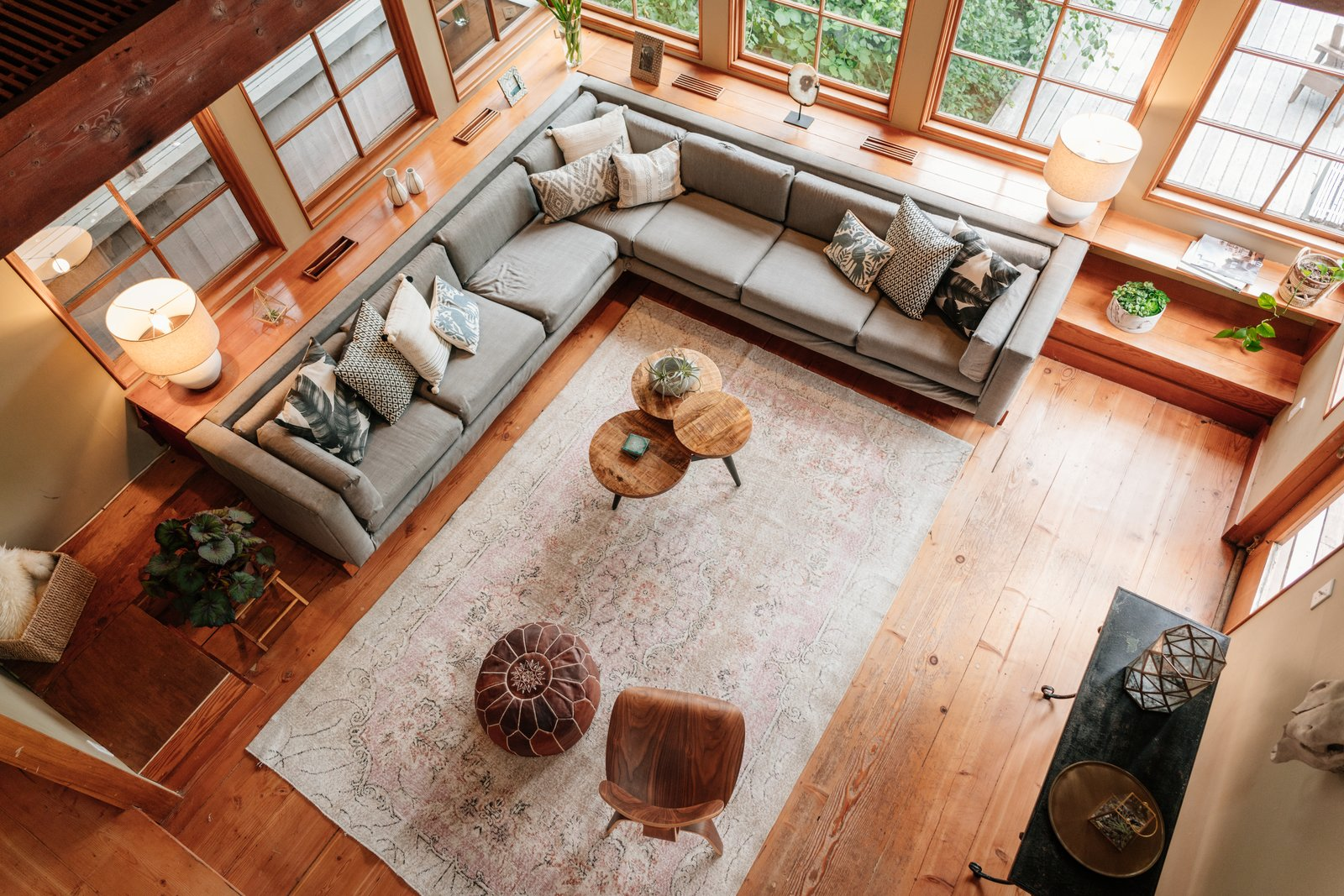 Living Room, Coffee Tables, End Tables, Console Tables, Lamps, Table Lighting, and Medium Hardwood Floor  Photo 4 of 19 in Repurposed Ship Materials and 100-Year-Old Beams Make Up This Tree House-Like Home