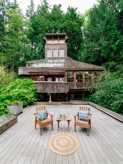 Repurposed Ship Materials and 100-Year-Old Beams Make Up This Tree House-Like Home - Photo 1 of 18 -
