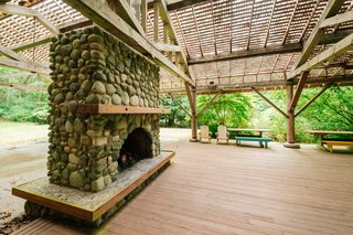 Repurposed Ship Materials and 100-Year-Old Beams Make Up This Tree House-Like Home - Photo 18 of 18 -
