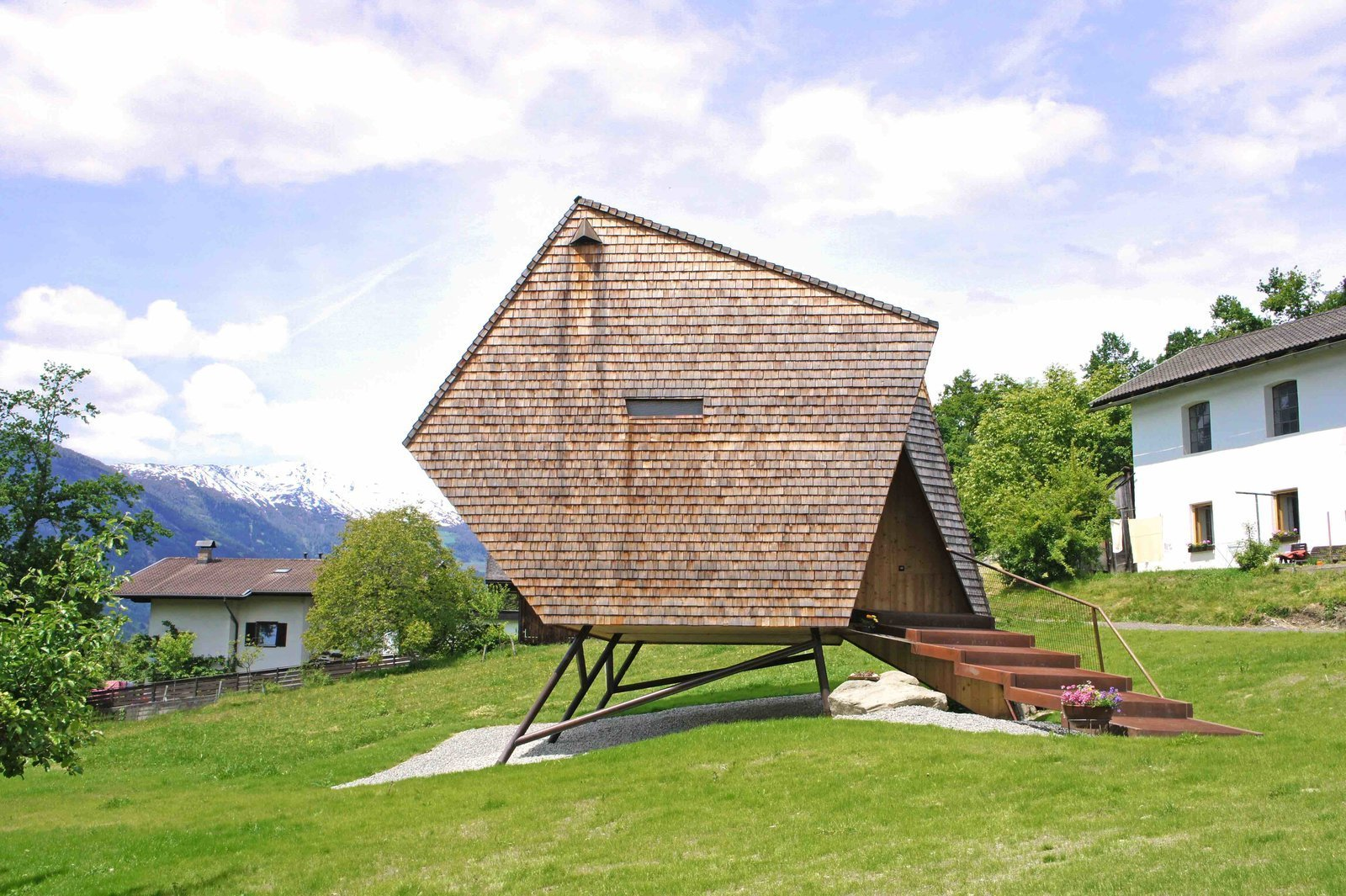 stay in a tiny shingled cabin in austria that resembles a bird like ufo dwell. Black Bedroom Furniture Sets. Home Design Ideas
