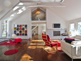 17 Modern Rentals That Give You a Front-Seat View of Incredible Fall Foliage - Photo 17 of 17 -