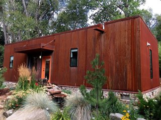 17 Modern Rentals That Give You a Front-Seat View of Incredible Fall Foliage - Photo 6 of 17 -