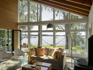 17 Modern Rentals That Give You a Front-Seat View of Incredible Fall Foliage - Photo 13 of 17 -
