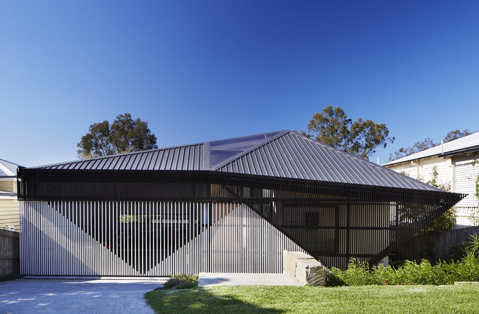 Exterior, House Building Type, Metal Roof Material, and Metal Siding Material  Photo 2 of 12 in An Edgy Slatted Facade Conceals a Striking Indoor/Outdoor Home in Brisbane
