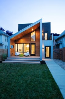 Clad in Cedar and Metal, an Indianapolis Home Gives a Modern Salute to its Traditional Surroundings - Photo 10 of 11 -