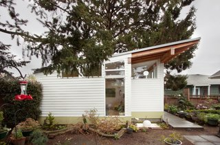 A Tiny Backyard Studio in Seattle Filled With Midcentury Finds