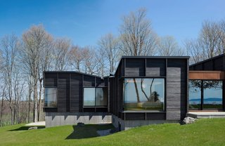 A Dramatic Cantilevered Roof Creates a Spacious Terrace Overlooking Lake Michigan