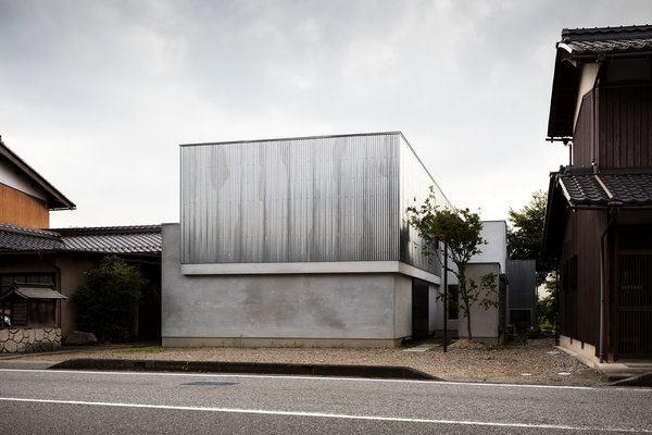 Find Out How a Japanese Architect Created a Fluid Live/Work Space For a Photographer