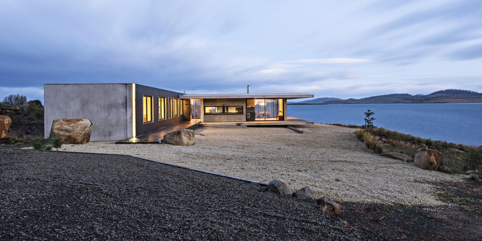 A Semi-Modular Beach House in Tasmania Floats Over a Site That Survived a Bushfire