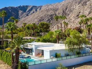 Designed by Palm Springs modernist architect Stan Sackley and set at the foot of a mountain, this 1970s California-style estate in the historic Tennis Club in downtown Palm Springs captures the magic of the city's indoor/outdoor lifestyle with alfresco dining areas, a large salt water pool, a two-level patio backyard, and rooms with floor-to-ceiling glass sliding doors.