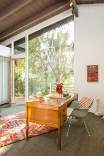 A Hillside Midcentury Home in Pasadena Starts at $749K - Photo 3 of 11 -