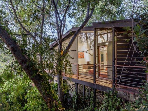A Hillside Midcentury Home in Pasadena Starts at $749K