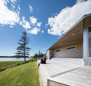A Vacation Home in Nova Scotia Takes Cues From the Coastal Landscape - Photo 5 of 10 -