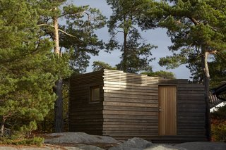 A Tiny Bathhouse on the Norwegian Island of Hankø Made With Sustainable Softwood