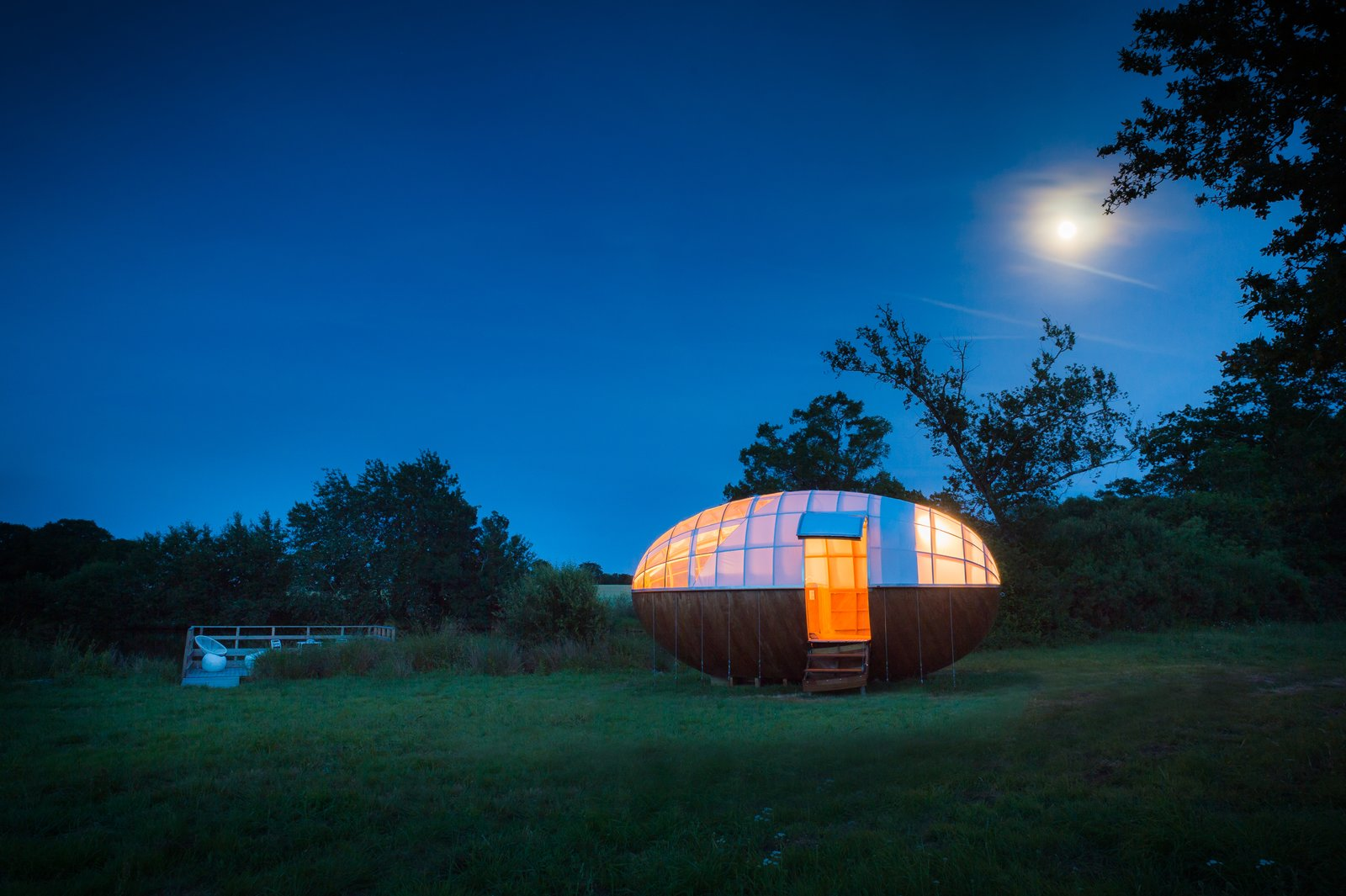 Exterior, Tiny Home Building Type, Small Home Building Type, House Building Type, Wood Siding Material, Curved RoofLine, and Dome RoofLine  Photo 5 of 7 in A Fantastic Egg-Shaped Camping Pod Along the Loire Estuary