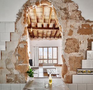 A Salvaged Apartment on Mallorca Leaves its Roots Exposed - Photo 8 of 13 -