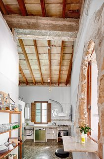 A Salvaged Apartment on Mallorca Leaves its Roots Exposed - Photo 7 of 13 -